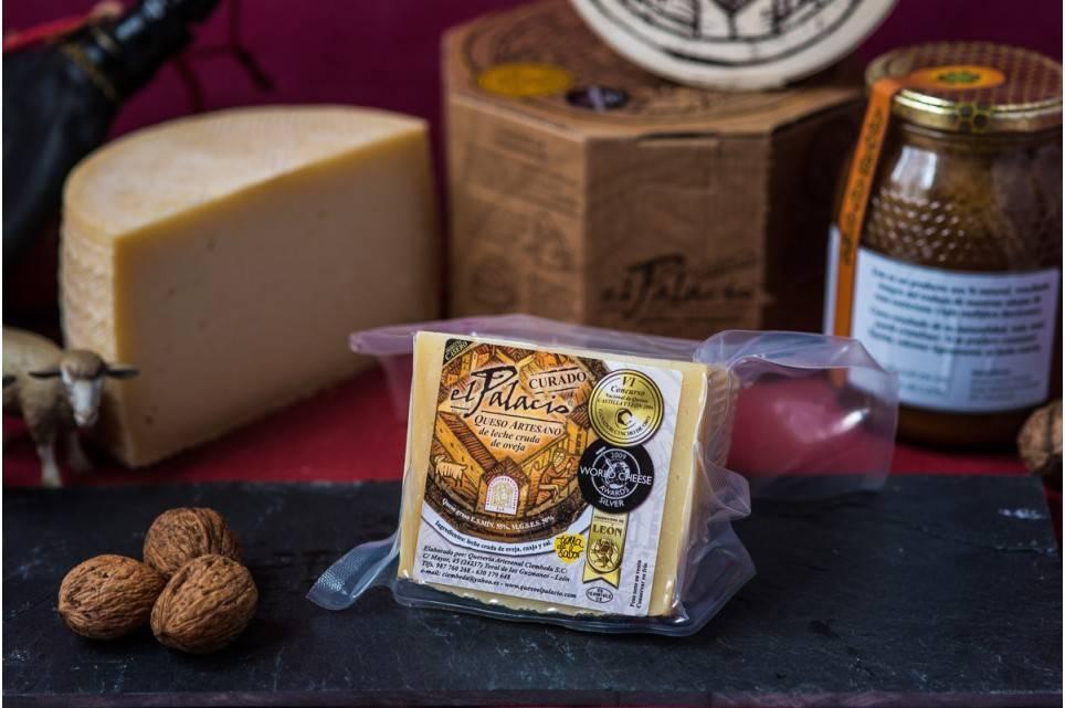 Cuarto de queso de oveja curado