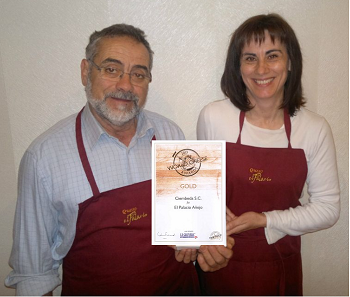 Nano y Emma con Cheese Awards Oro